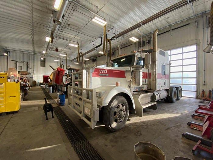 Fleet service shop Major Overhaul and Equipment Repair in Edmonton